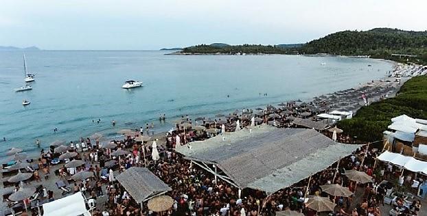 παλιούρι Χαλκιδική παραλίες λευκή άμμος πάρτυ
