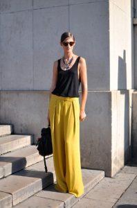 παντελόνα κίτρινη μαύρο μπλουζάκι