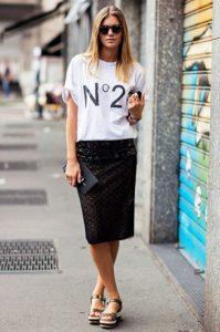 pencil φούστα μαύρη t-shirt φλατ πέδιλα