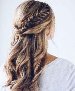 πλεξούδα ψαροκόκαλη μαλλιά μισά πάνω χτένισμα γάμος