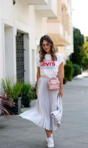 καθημερινό ντύσιμο με λευκή φούστα