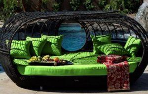 πράσινος μοντέρνος καναπές αυλή