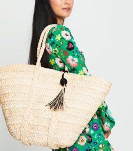 ψάθινη τσάντα φουντάκι ασπρόμαυρο