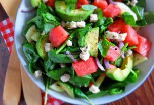 σαλάτα με αβοκάντο και καρπούζι