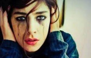 στεναχωρημένη κοπέλα