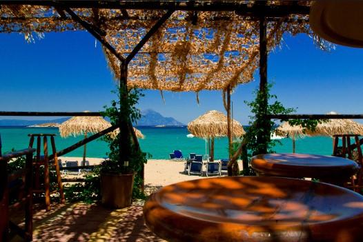 τριστινίκα έθνικ beach bar τραπέζι ομπρέλες