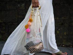 τσάντα δίχτυ άσπρη φουντάκια