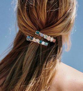 αξεσουάρ μαλλιών με πολύχρωμες πέτρες