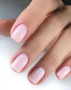 απλό ροζ μανικιούρ
