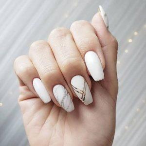 λευκά νύχια χρυσές γραμμές μανικιούρ καλεσμένη γάμο