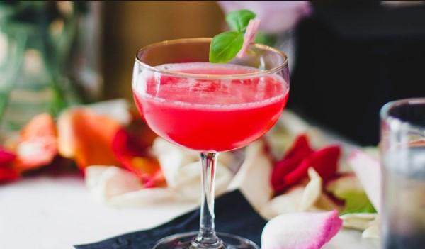cosmopolitan κοκτέιλ κόκκινο cranberries βότκα