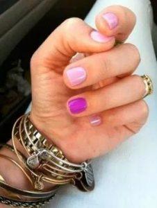 μανικιούρ με δύο χρώματα