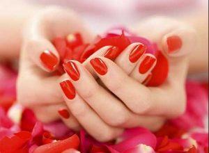 φωτεινό κόκκινο νύχια χέρια μανικιούρ καλεσμένη γάμο