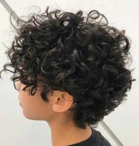 κοντό κούρεμα για κατσαρά μαλλιά