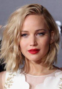 κόκκινο κραγιόν ξανθιά μαλλιά καρέ κραγιόν ξανθιές καλοκαίρι