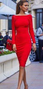 εφαρμοστό κόκκινο φόρεμα