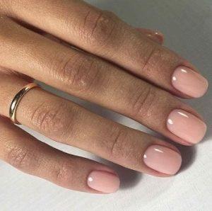 κοντά nude ροζ νύχια