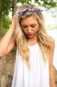 κορδέλα μπλε μακρύ ξανθό μαλλί σπαστό κάτω φιόγκος