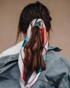 κοτσίδα χαμηλή καστανό μαλλί