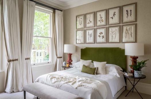 κρεβάτι πράσινο κεφαλάρι πίνακες κομοδίνο