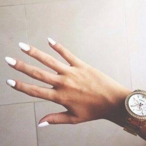 λευκά νύχια μανικιούρ καλεσμένη γάμο