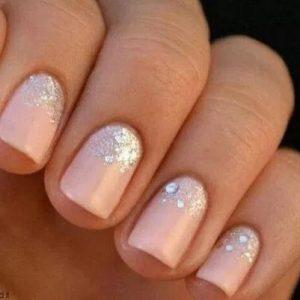 απαλό χρώμα σε κοντά νύχια