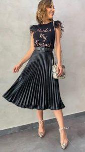 μαύρη πλισέ φούστα
