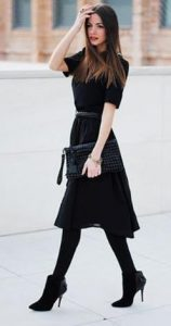 μοντέρνα επιλογή μαύρου φορέματος