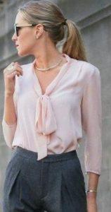 μοντέρνα γυναικεία εμφάνιση με πουκάμισο