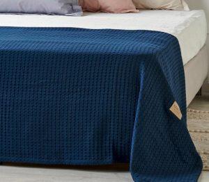 μπλε σκούρη κουβέρτα πικέ