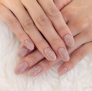 nude νύχια στρασάκια