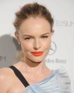 πορτοκαλί χείλη ξανθό μαλλί κοτσίδα