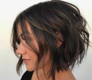 κοντά μαλλιά με μπούκλες