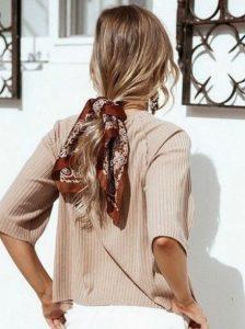 κοτσίδα χαμηλή καστανόξανθο μαλλί φορέσεις κορδέλα μαλλιά