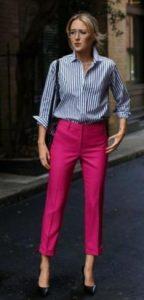 χρωματιστό γυναικείο παντελόνι συνδυασμένο με πουκάμισο