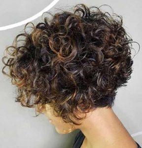 κοντά κατσαρά μαλλιά