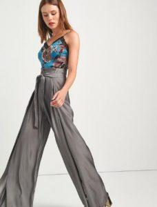 εντυπωσιακή γκρι παντελόνα