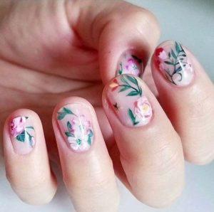 φλοράλ νύχια ροζ άσπρα μοντέρνα σχέδια νύχια