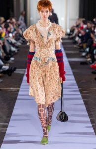 καλσόν εμπριμέ με φόρεμα 8 Τάσεις στα νύχια που θα κυριαρχήσουν Χειμώνα 2020