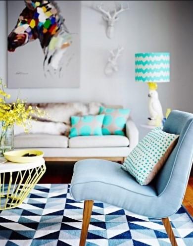 σαλόνι με γεωμετρικά μοτίβο χαλί