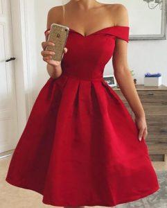κόκκινο φόρεμα σε άλφα γραμμή πεσμένους ώμους