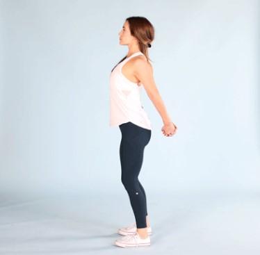 κοπέλα κάνει έκταση στήθους βελτιώσεις στάση σώματος