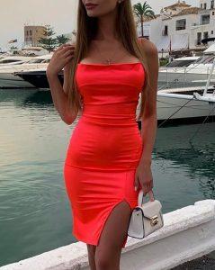 κοραλλί σατέν φόρεμα τιραντέ σκίσιμο