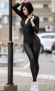μαύρη ολόσωμη φόρμα γυμναστικής