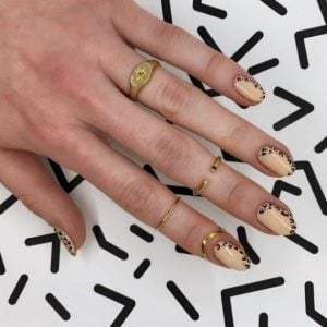 μπεζ λεοπάρ νύχια animal print