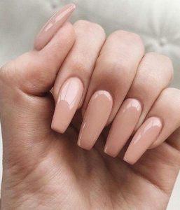 μακριά nude μπεζ νύχια