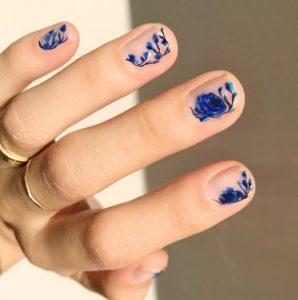 νύχια φλοράλ μπλε λουλούδια