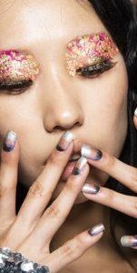 όμπρε ασημί καφέ μανικιούρ nude νύχια glitter
