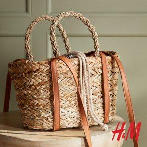 ψάθινη μεγάλη τσάντα με καφέ λουράκι