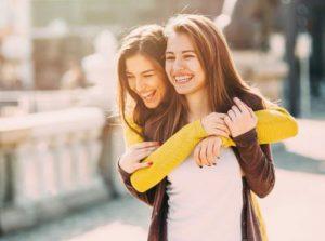 χαμογελαστές φίλες